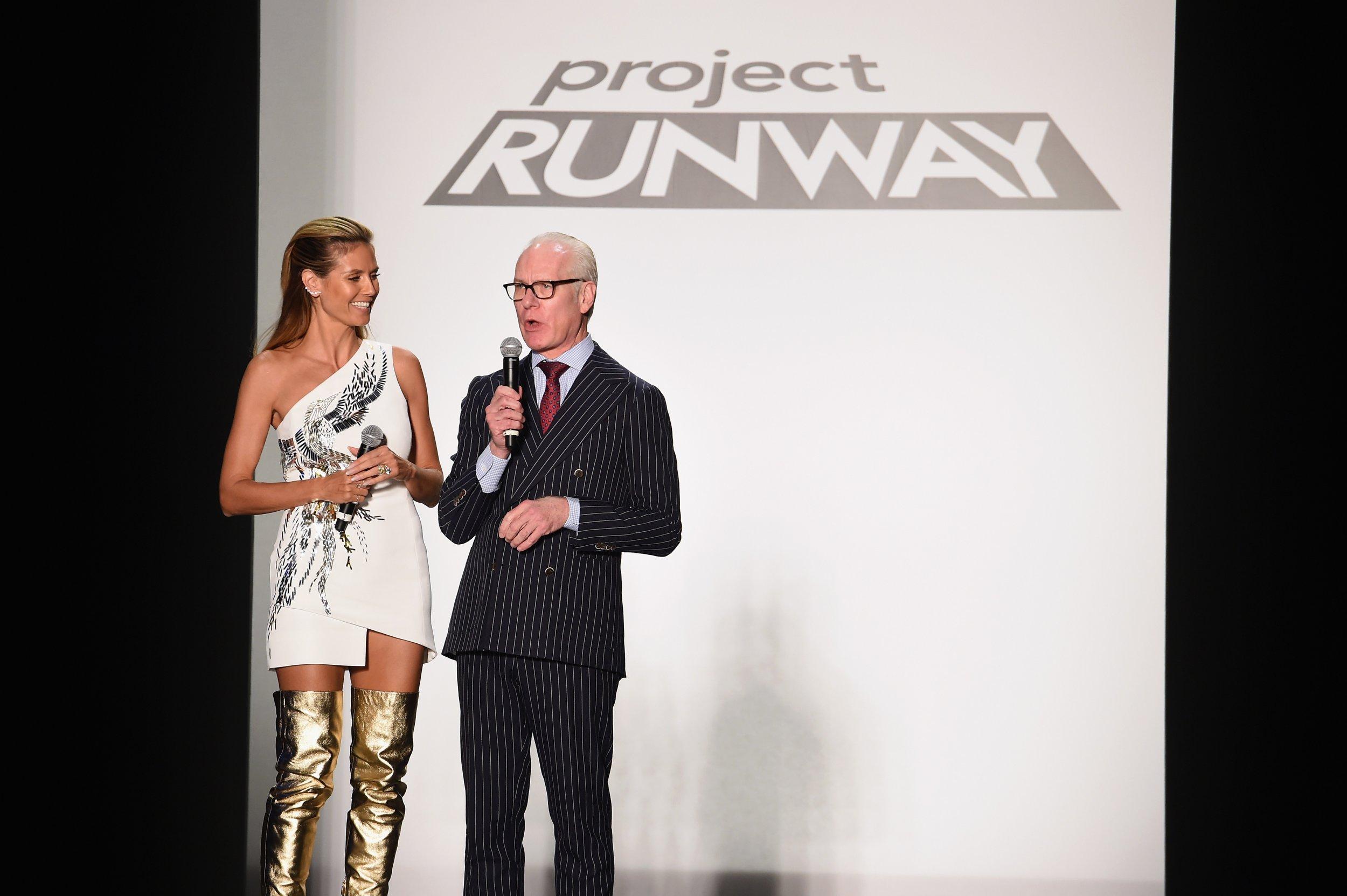 Heidi Klum e Tim Gunn em desfile de Project Runway