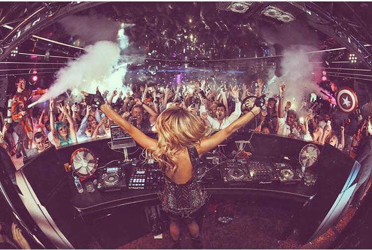 Paris Hilton como DJ