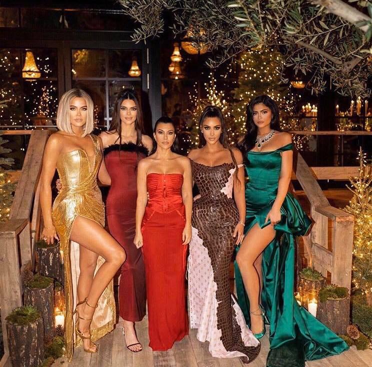 Kourtney Kardashian com as irmãs