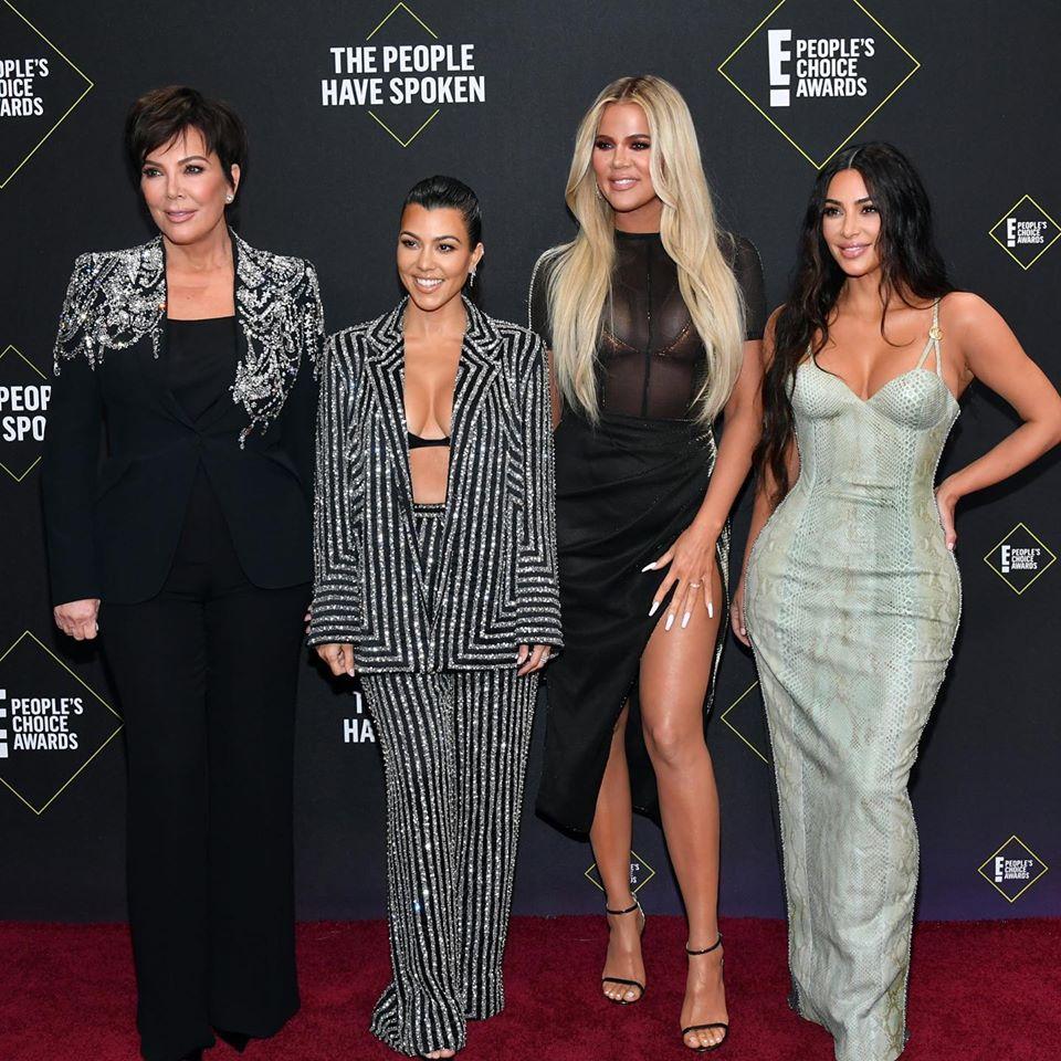 Kris Jenner com as filhas Kourtney, Khloé e Kim