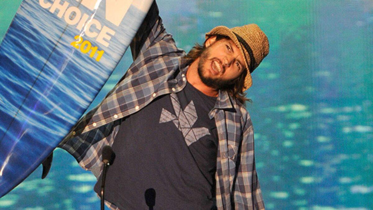 Ashton Kutcher ao receber prêmio no Teens Choice