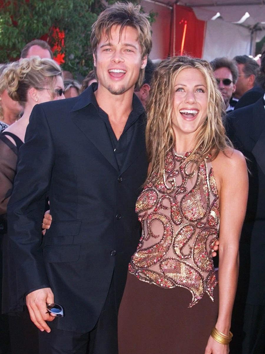 Jennifer Aniston e Brad Pitt no red carpet do Emmy Awards de 1999