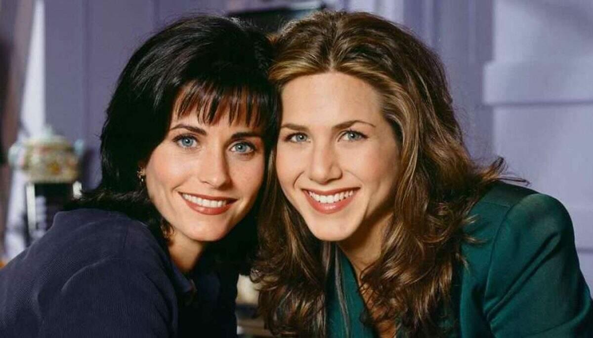 Jennifer Aniston e Courteney Cox em Friends