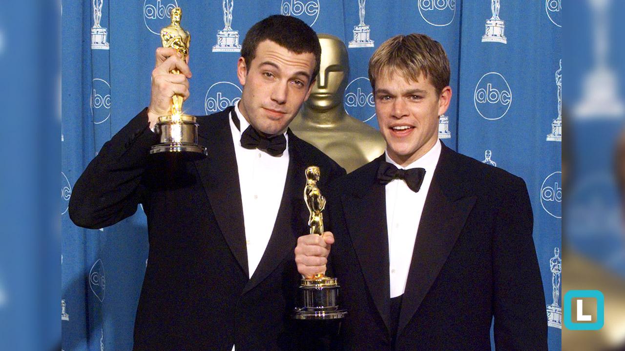 Matt Damon e Ben Affleck recebendo o Oscar de Melhor Roteiro Original