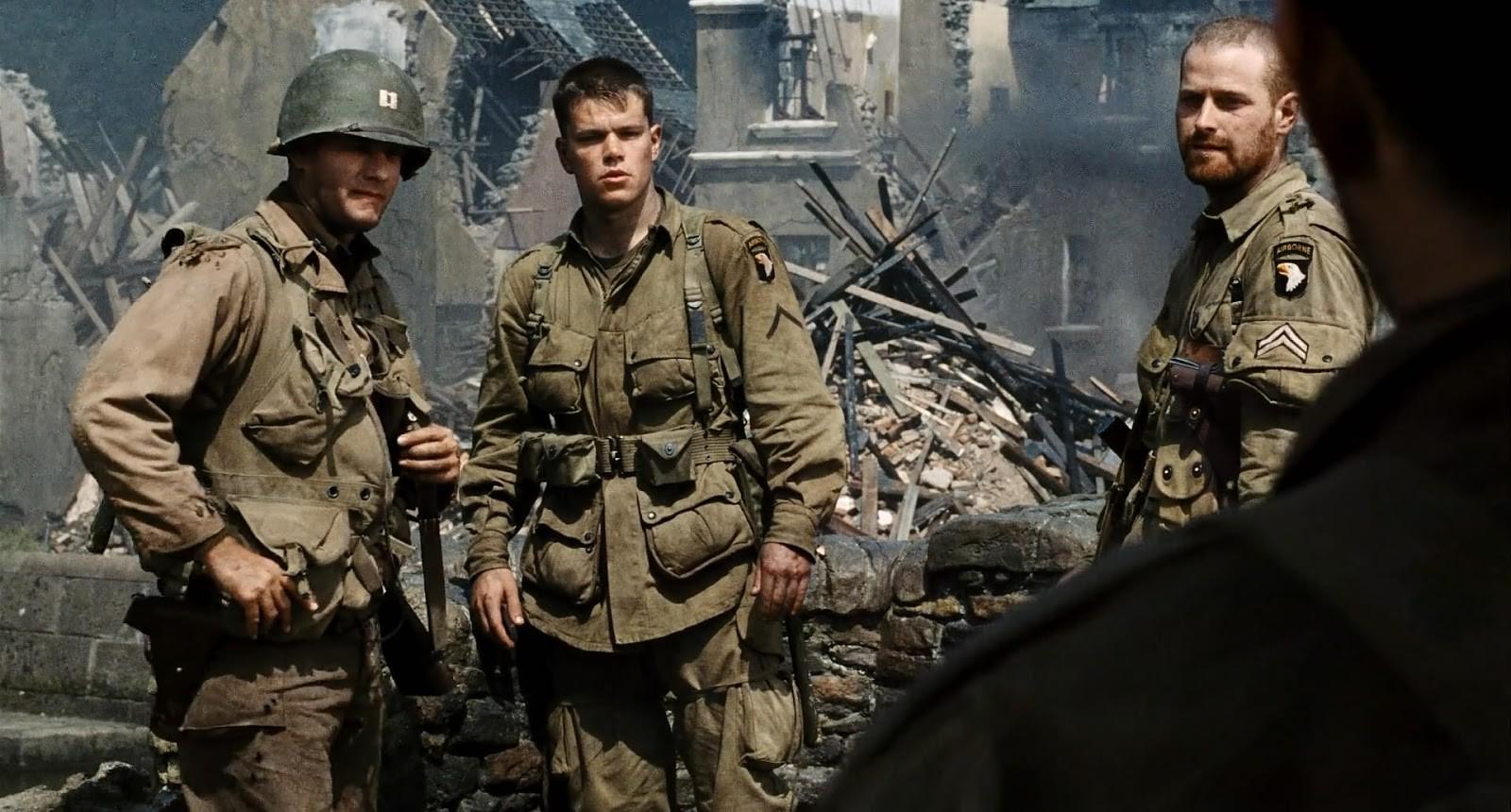 Matt Damon e Tom Hanks em cena de O Resgate do Soldado Ryan