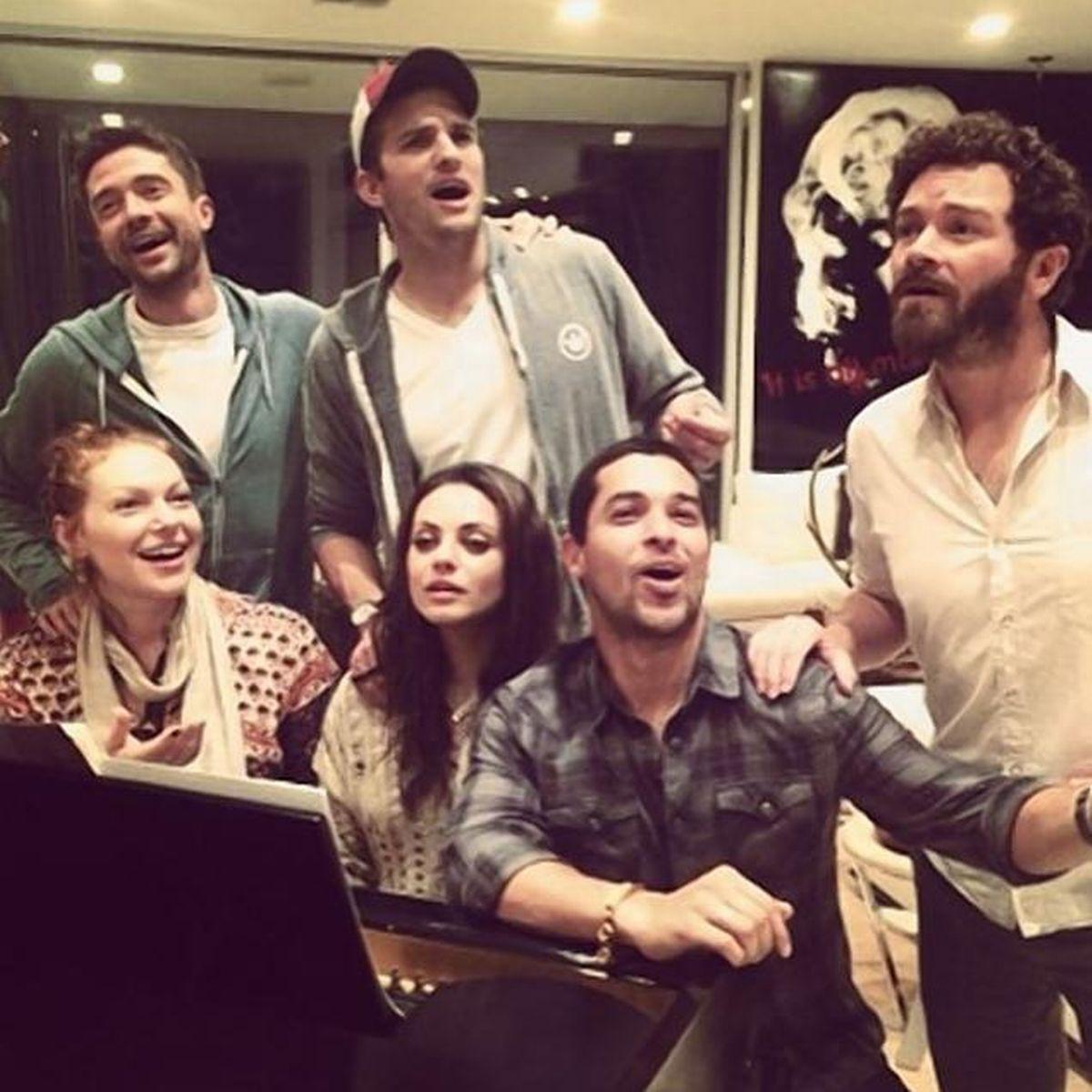 Mila Kunis e o elenco de That 70's Show nos dias dehoje