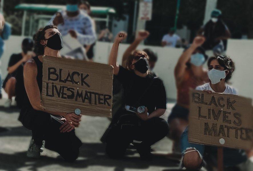 Shawn Mendes e Camila Cabello nos protestos Black Lives Matter