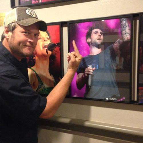 Blake Shelton e foto de Adam Levine