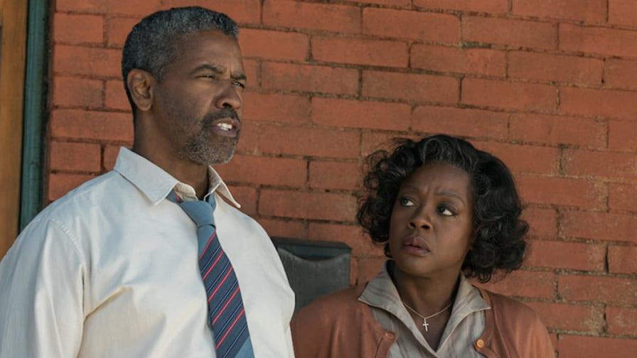 Viola Davis e Denzel Washington em cena de Um Limite Entre Nós