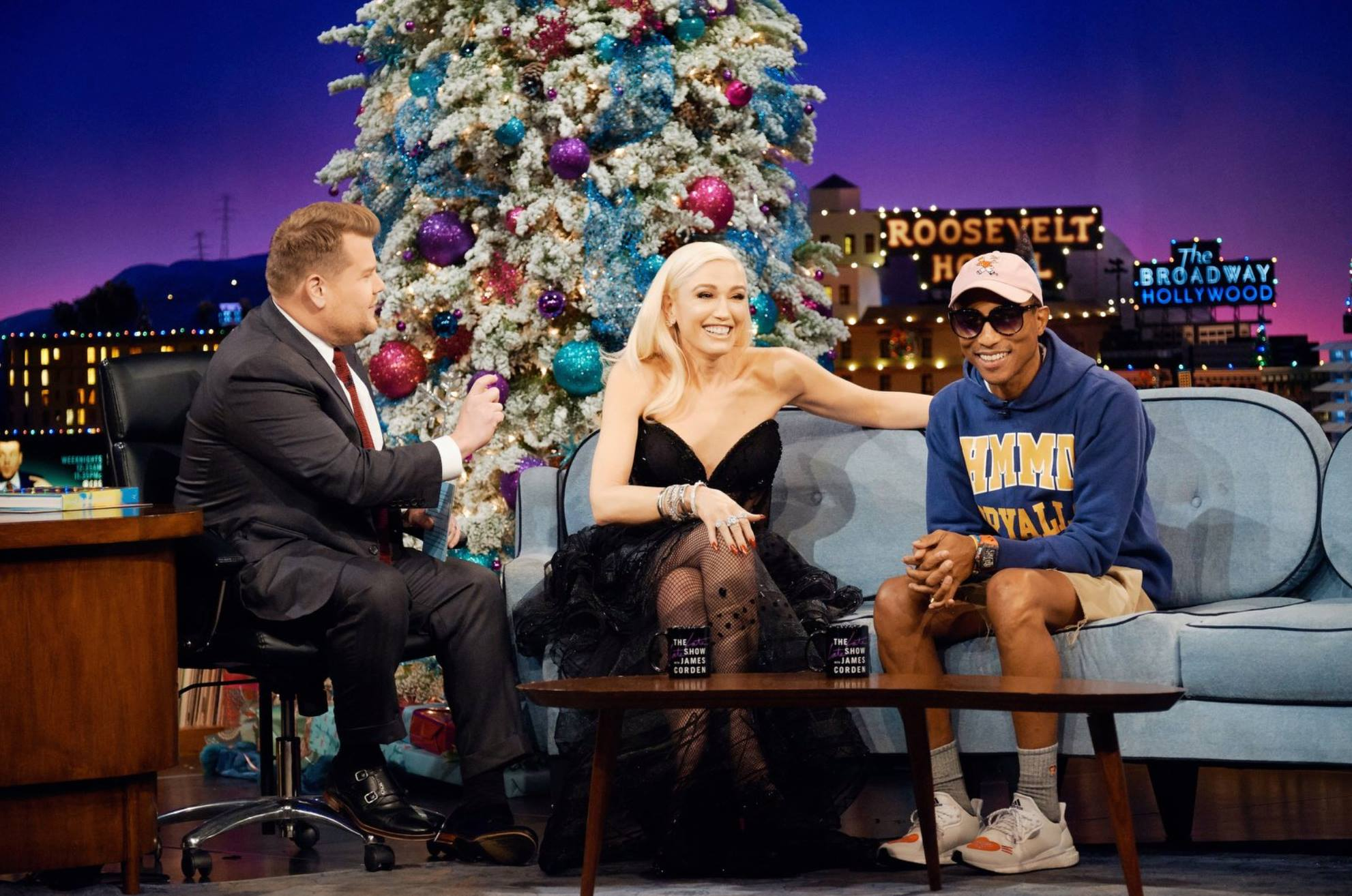 Pharrell Williams e Gwen Stefani no programa de James Corden