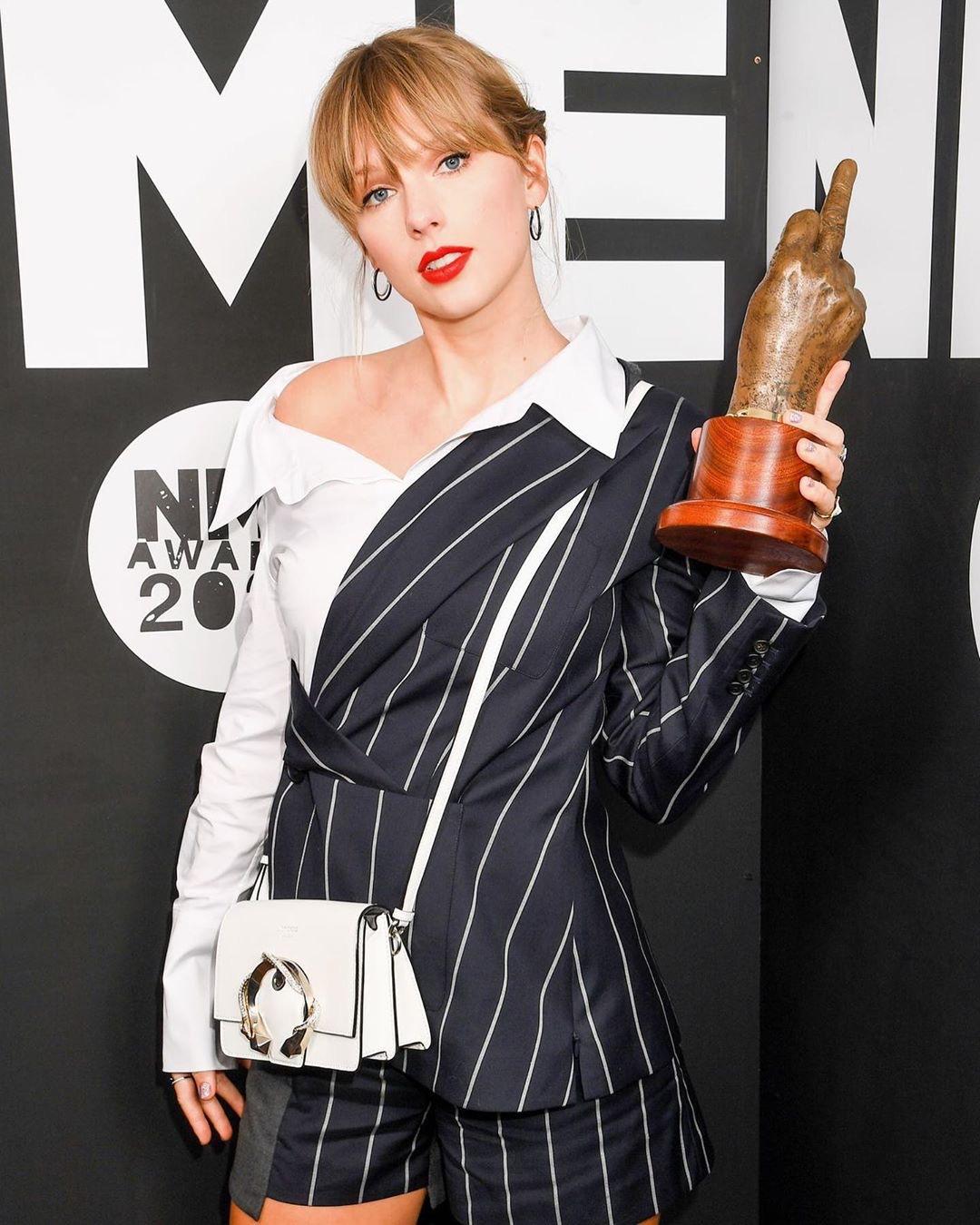 Taylor Swift ao receber prêmio